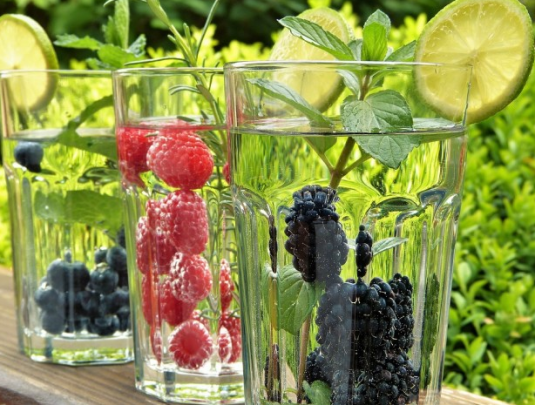 detoxify water with fruits