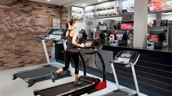 A women running on an exercise machine